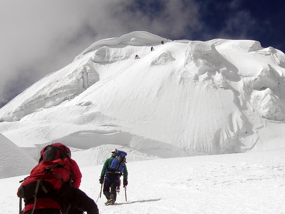 Nevado Tocllaraju Cordillera Blanca