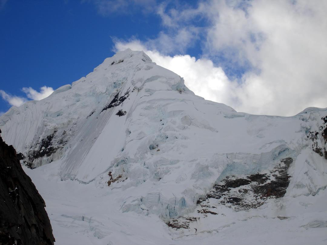 Tocllaraju 6030 m Cordillera Blanca
